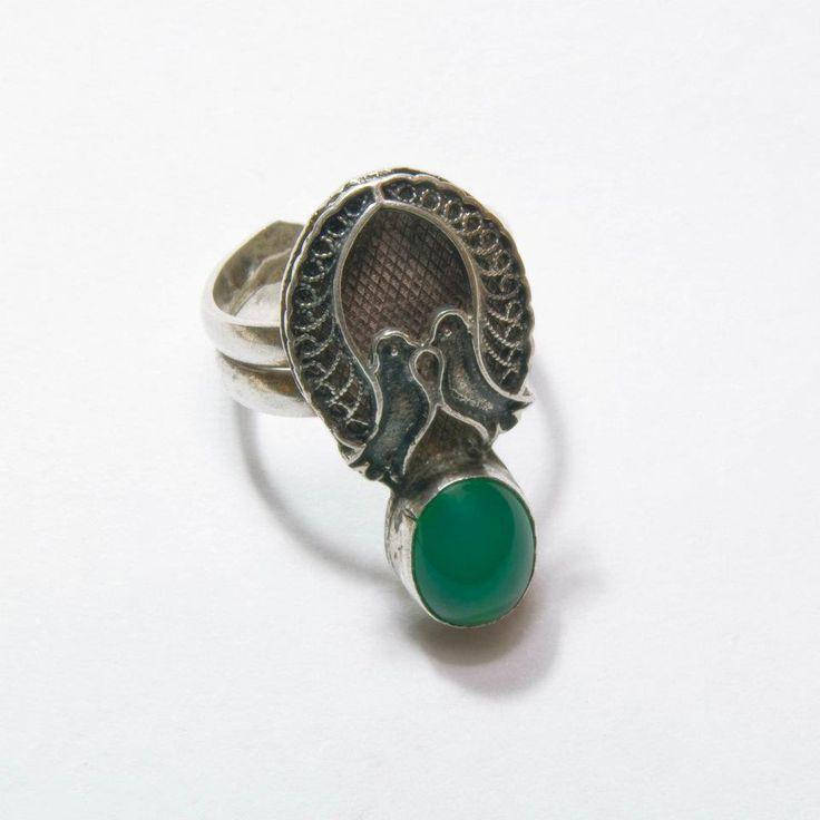 Yeşil akik taşlı telkari kuşlu antika yüzük.
