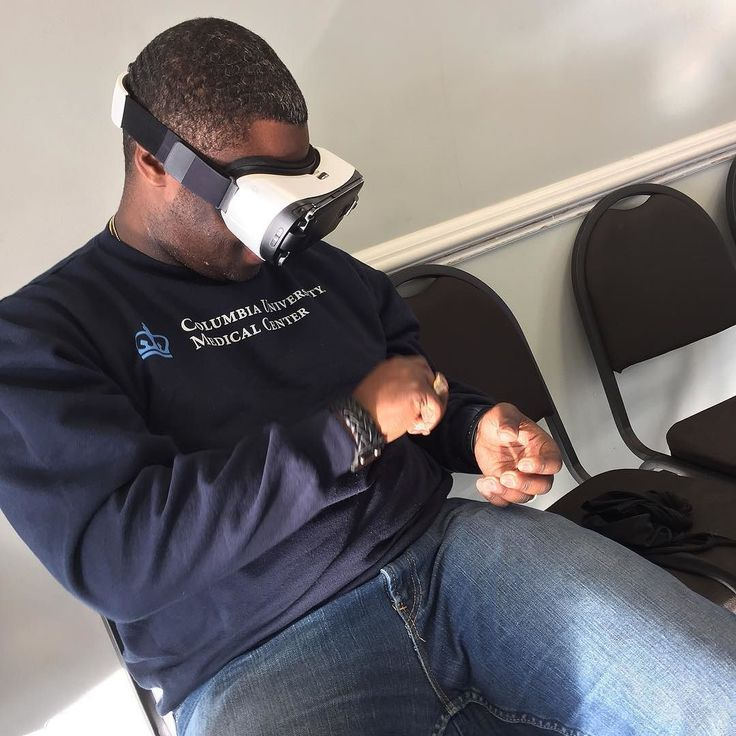 An awesome Virtual Reality pic! #virtualreality flexing with them #oculus thangs... It's crazy! #goodtimes #barbershop activities #getcleanedup #roadtrip #grateful #thanksgiving #leggo #newyork #harlem #washingtonheights #california #bronx #brooklyn #queens #Atlanta #a1 since #dayone by rah_laava check us out: http://bit.ly/1KyLetq