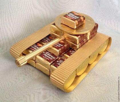 Персональные подарки ручной работы. Ярмарка Мастеров - ручная работа. Купить Танк из конфет. Handmade. Золотой, сладости, декор