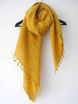 Één van mijn favoriete sjaals van dit moment, is mijn mosterd gele van @Micky van Vollenhoven @ SjaalMania. Heerlijk zacht en warm. Ik ben echt dol op mosterdgeel. Het is opvallend maar ook bescheiden. Hij combineert zo mooi en makkelijk, met kleuren als donkerblauw, bruin en grijs. Al meerdere complimenten heb ik gekregen, van mensen wanneer en hoe ik hem draag. #scarf #mustardyellow #autumn #winter #wardrobe