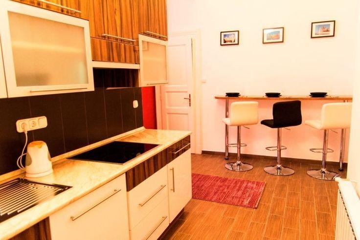 VI. Lovag utcában lakás eladó