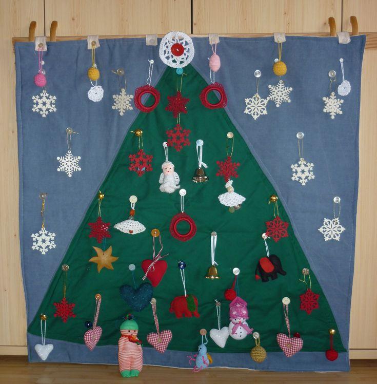 unoka karácsonyfája. textil, horgolt-varrott díszekkel