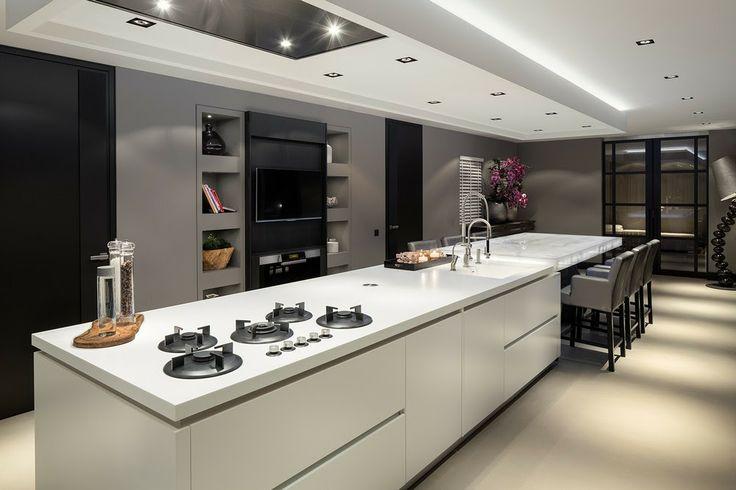 Elegante diseño de #cocina de #lujo con campana extractora de techo