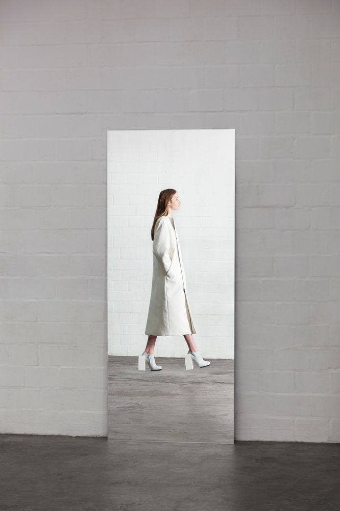 Contemporary Fashion - white coat with clean lines, minimal fashion // Leoni Barth