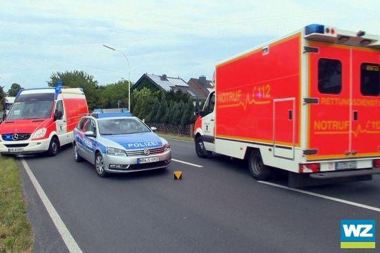 B 221 in Nettetal: Auto prallt gegen Baum - Beifahrerin stirbt - Kreis Viersen - Lokales - Westdeutsche Zeitung