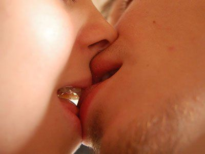 Kissing can transfer oral bacteria