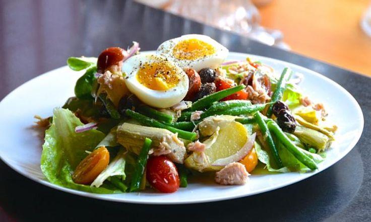 Ma salade NIÇOISE vous fera tomber en amour avec la cuisine provençale...