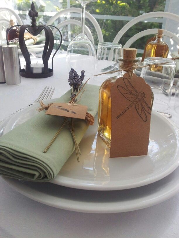 Favours and place settings.