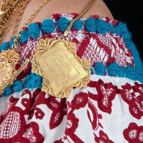 """Hoy quisiera tener una hermosa foto con una pollera de lujo para compartir! Pero no la tengo y lo que si tengo es el nivel de """"envidia de la buena"""" en un punto muy alto! Algún día podré vestir con orgullo el traje típico más bello del mundo entero. . . . . . . . #Panama #panameña #pollera #dianacionaldelapollera #photography #love #voyage #viajera #viajemosnosotras"""