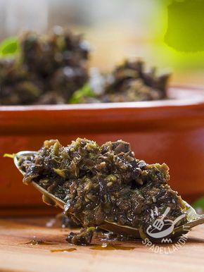 Olive pesto and almonds - Il Pesto di olive e mandorle porta in tavola tutto l'aroma e il profumo della migliore cucina mediterranea! Gustosissimo sulla pasta!