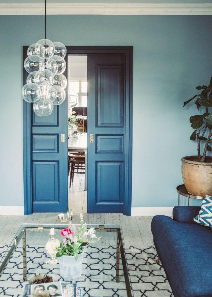 Färgen vi har målat i vårt vardagsrum är Krickelin Dimblå från Nordsjö Färg. Kulörkoden är R3.08.63.