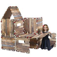 Fantasy Forts, nieuw in 2016. Hutten bouwen, tenten maken, onder tafels spelen in beschutte plekken. Ieder kind doet dat graag. Hele kamers op z'n kop, lakens en dekens over de meubels..ze maken een enorme puinhoop en vaak is het eindresultaat gammel en stort het snel in. Niet echt bevredigend dus voor zowel de kinderen als ook de ouders!� De Fantasy Forts bouwset biedt hiervoor DE oplossing. Stevige platen van karton, voorzien van hippe steigerhout print zorgen voor enorm veel bouw en…