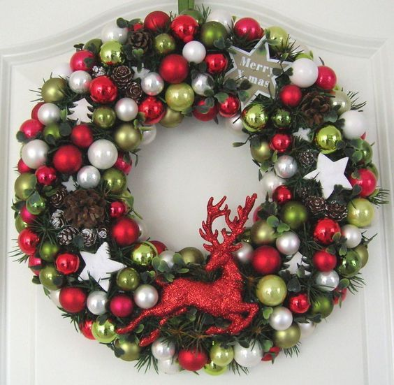 Türkranz Weihnachten Hirsch Weihnachtskranz rot 32cm Adventskranz Kranz Kugeln