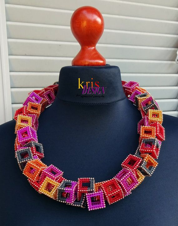 This statement necklace got its name from the Hawaiian flower wreaths you are presented with when visiting the islands. It has no closure and gets pulled over your head just like the original Leis.   Measurements: Diameter 28 cm (11 inch) Each cube: 2x2x2 cm (3/4 x 3/4 x 3/4 inch)  Free shipping