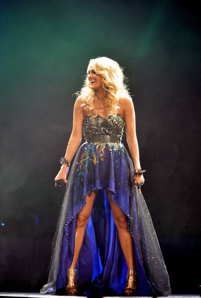 Carrie Underwood Photo - Carrie Underwood With Hunter Hayes In Concert