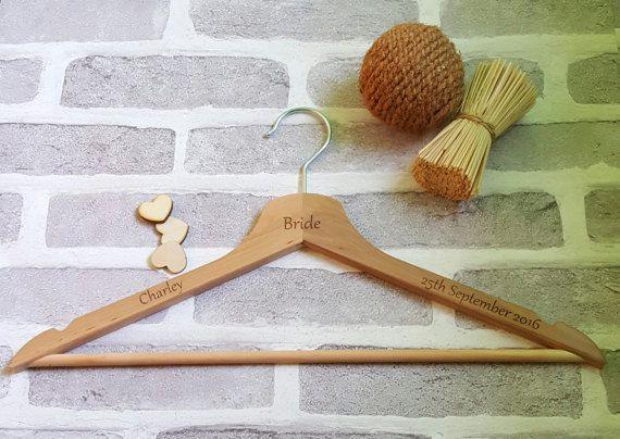 Nozze di legno grucce gruccia personalizzato di ForgetMeKnotWed