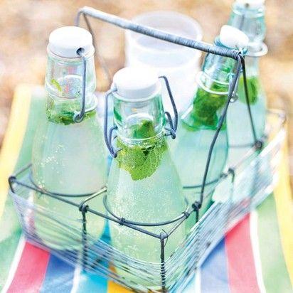 Имбирный лимонад — идеальный напиток для летнего дня! Мы подскажем, как сделать имбирный лимонад, который прекрасно утолит жажду и поможет вам освежиться. Готовить имбирный лимонад дома не так уж сложно. Читать далее: http://kareliyanews.ru/imbirnyj-limonad/