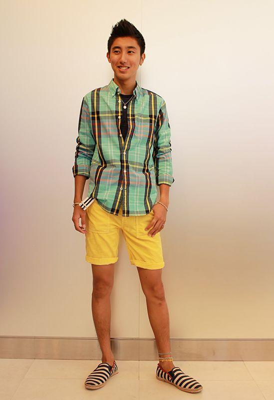 【フラッグシップ銀座スタッフ注目コーデ】 カラー使いで夏を楽しむ休日スタイル。大柄チェックのグリーンシャツは、ショールのようにはおって楽しめるのも魅力。 Tシャツ (Color:ネイビー/¥4,900/ID:963009/着用サイズ:S) シャツ (Color:グリーン/¥6,900/ID:963091/着用サイズ:XS) ショーツ (Color:イエロー/¥6,900/ID:960073/着用サイズ:XS) その他:参考商品 スタッフ身長:174cm  ■オンラインストアはこちら http://www.gap.co.jp/browse/division.do?cid=5063 ■フラッグシップ銀座 http://loco.yahoo.co.jp/place/g-BfhjYGGE7Eo/