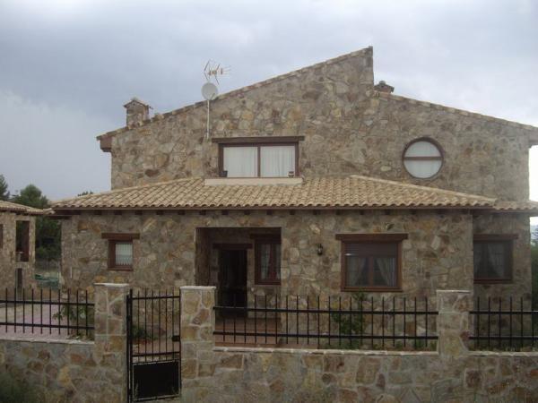 Mi casita del berrueco (Madrid) Fachada principal de piedra