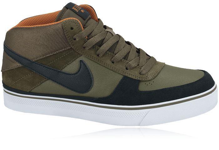 NIKE M MAVRK MID 2, höga sneakers / skateskor med slitstark yttersula med bra grepp.Ovandel i mocka, nunbuck och skinn. Finns i herrstorlekar 41-45.