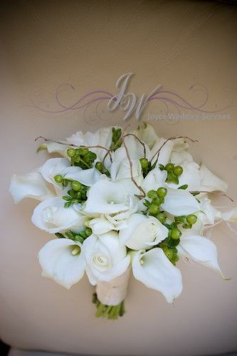 Calla lilies and rose bouquet