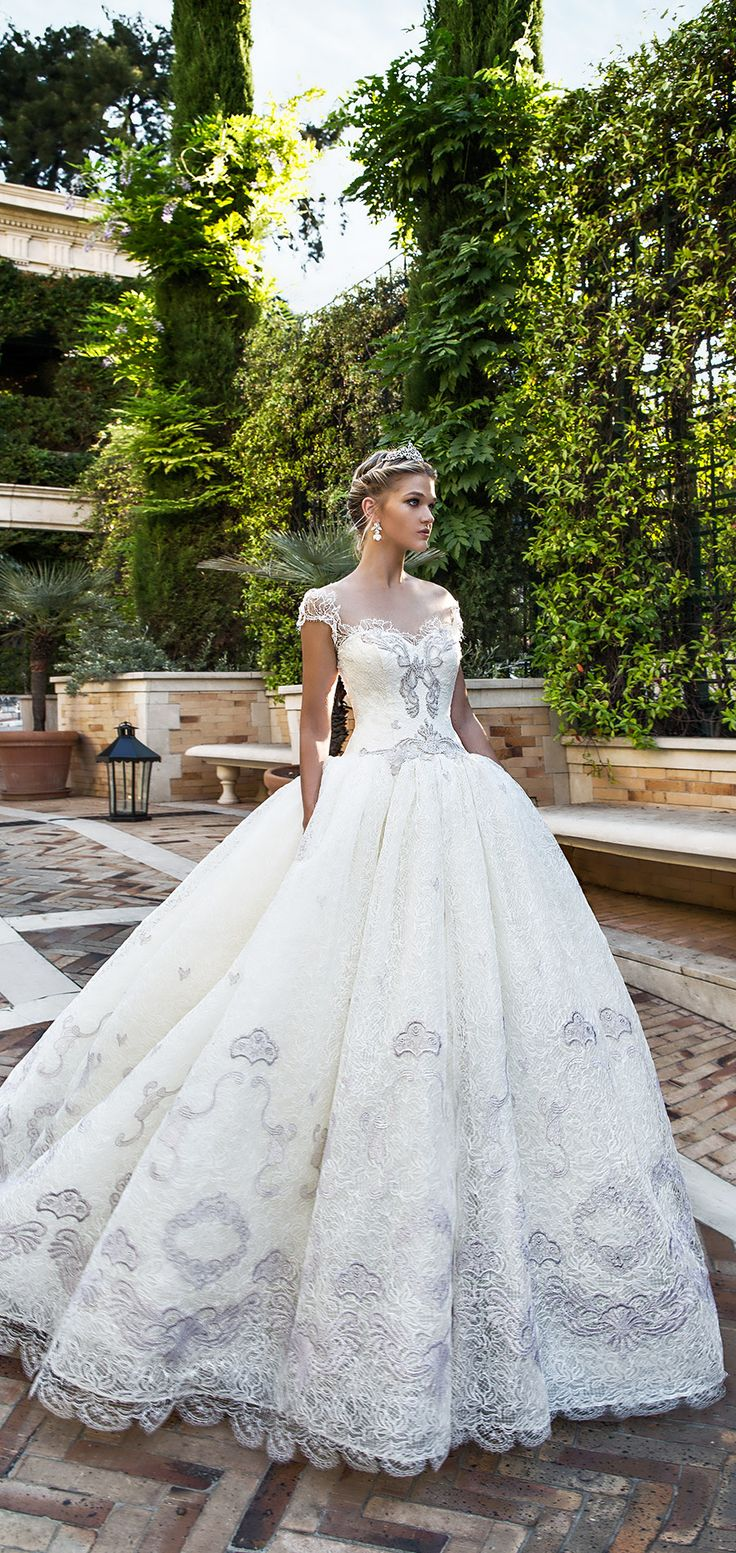 How gorgeous is this dress!!!!