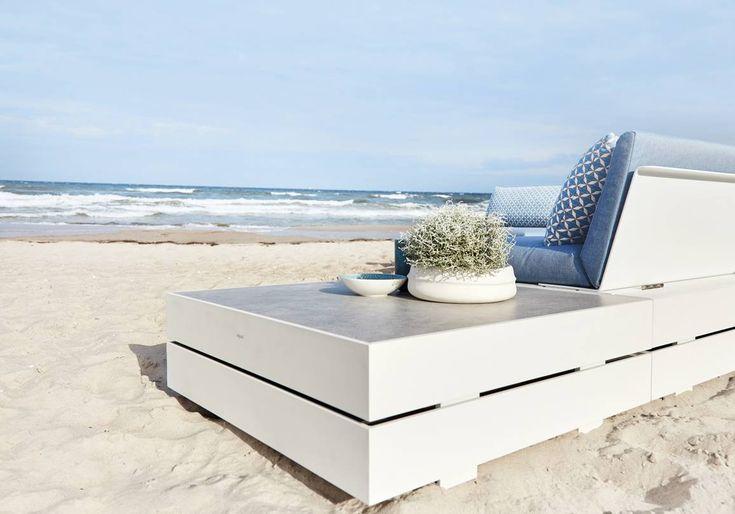solpuri | BOXX Lounge | Material: aluminium, Teak, HPL and weatherproof fabric #solpuri #boxx #outdoorfurniture #gartenmöbel #stylish #inspiration #homedecor #modular #ostsee #lounge #summer2018 #white #outdoorliving #luxuryfurniture