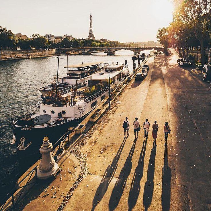 The sun is setting in Paris... Have a good night! 🌅 Stunning photo @wonguy974 😍 #Paris #Parisjetaime #visitParis #Seine #EiffelTower #TourEiffel #sunset #boat #France #visitFrance #parismonamour #topparisphoto #parismaville #parisian