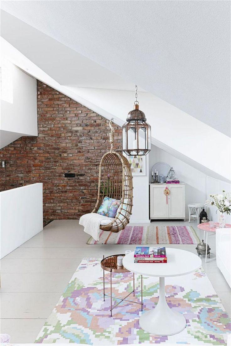 Hundraåriga takbjälkar, finurlig arkitektur och skandinaviska vintagemöbler. I Katharinas och Martins nybyggda hus i Tyskland är kärleken till återbruk och svenska möbler lika stor som viljan att tänka nytt.