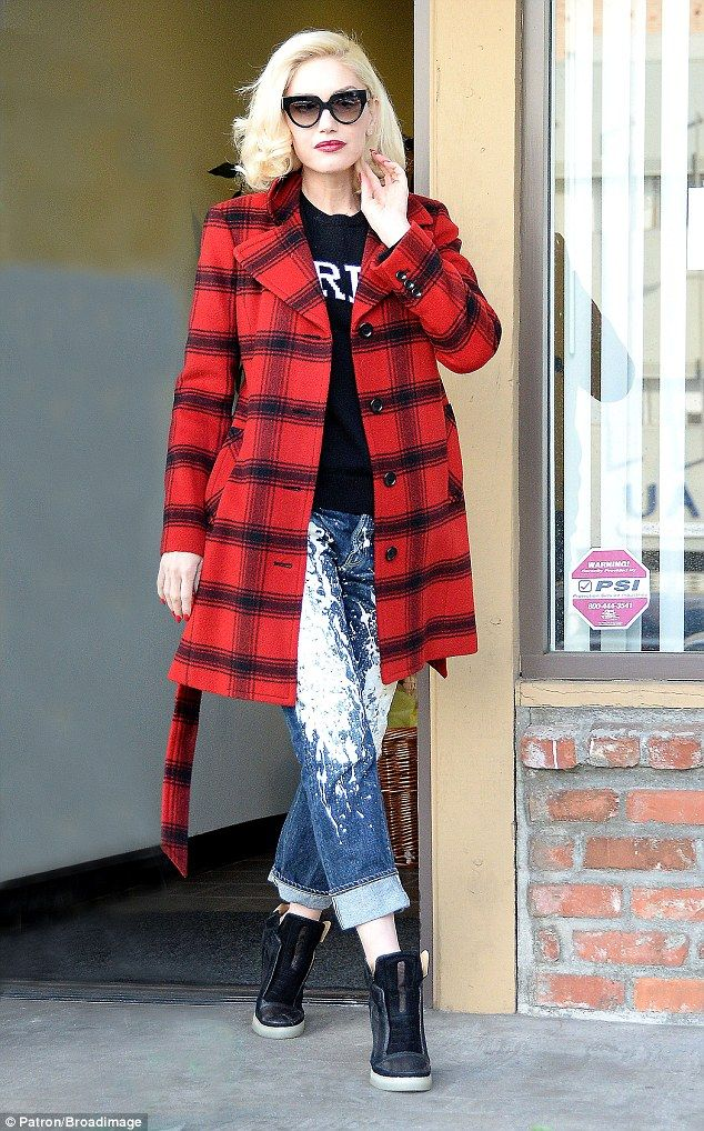 Jean-ius: Gwen Stefani looked incredible in a red and black checked coat and paint splatte...