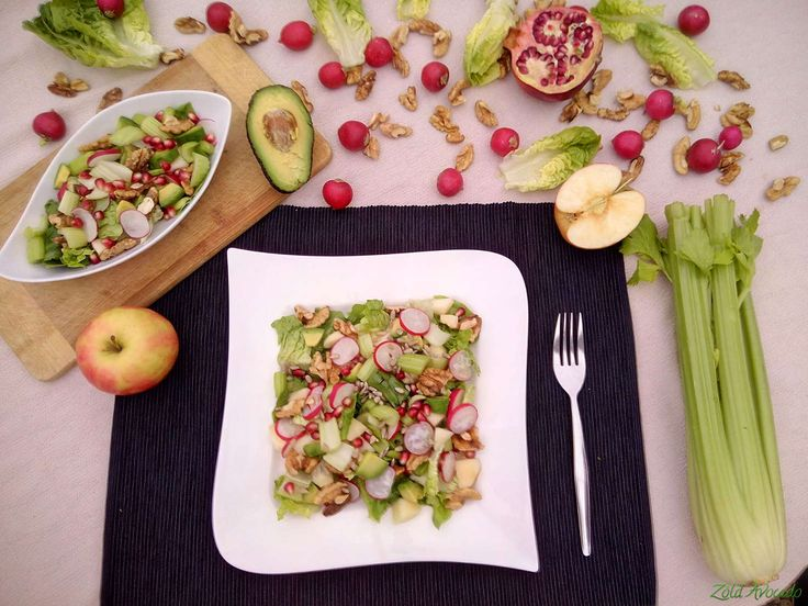 Roppanós és édes zeller saláta, almával és dióval (gluténmentes, laktózmentes, tojásmentes, vegán, nyers) / Recept / zeller, dió, alma, agave szirup, gránátalma mag, avokádó, retek, napraforgómag, szezámmag, zöld saláta