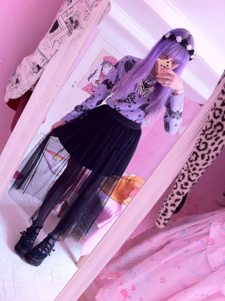 Pastel goth  I'm just really in love with her sweater ♡♡♡