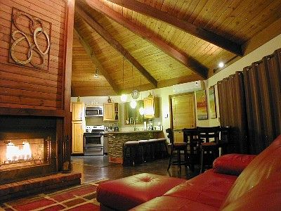 Poconos octogon house, $1,000-$1,500 week Bushkill house rental - Wide open and spacious.
