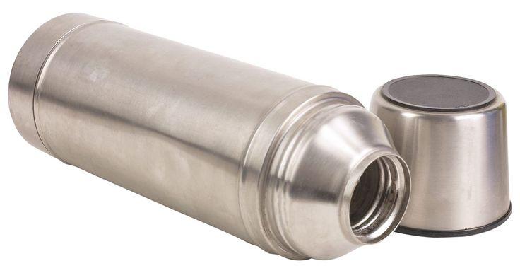 Los mejores aislantes para mantener el agua caliente. Los materiales aislantes adecuados mantendrán los líquidos calientes durante mucho tiempo, ya sea para el calentador de agua en el hogar o un termo de café. Aislantes malos, o conductores, permiten que el calor se disperse rápidamente. Algunos ejemplos de malos aislantes térmicos incluyen metales tales como el cobre y el acero, comúnmente ...