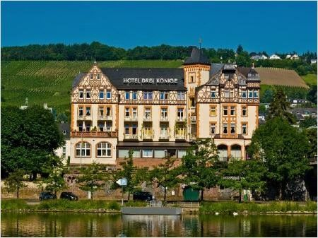 """Hotel Drei Könige ***Bahnhofstraße 1 DE-54470 Bernkastel-Kues  Situated directly on the banks of the Moselle and only some metres away from the Old Town of Bernkastel-Kues. The  hotel has the most beautiful view to the medieval city of Bernkastel-Kues and the castle """"Landshut"""","""