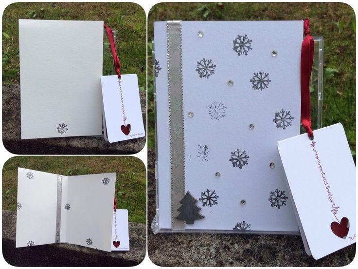 Postal de Natal em branco e prata. Christmas card in white and silver.