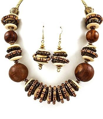 Verensa Wooden Necklace Set