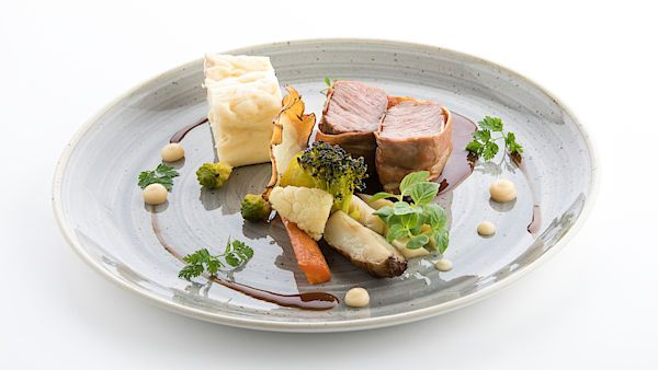 Z pokrmů slovinského šéfkuchaře je patrný důraz na místní gastronomii.