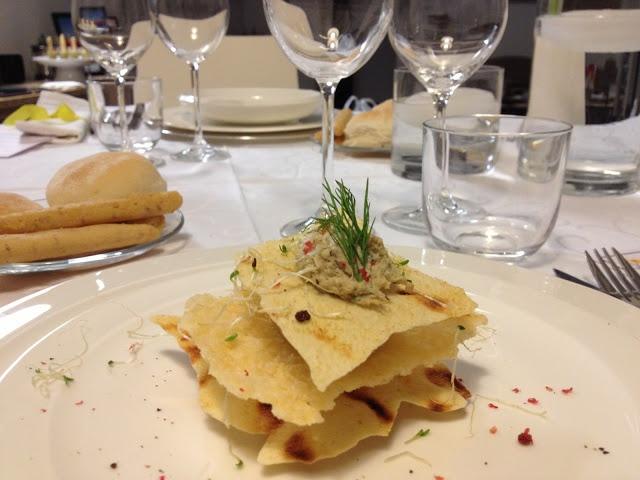 mousse di carciofi al profumo d'aneto in millefoglie di parmigiano e pane carasau e finitura al pepe rosa - italian food, love italy
