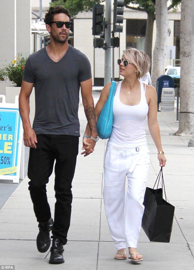 Kaley Cuoco set for quick divorce #dailymail