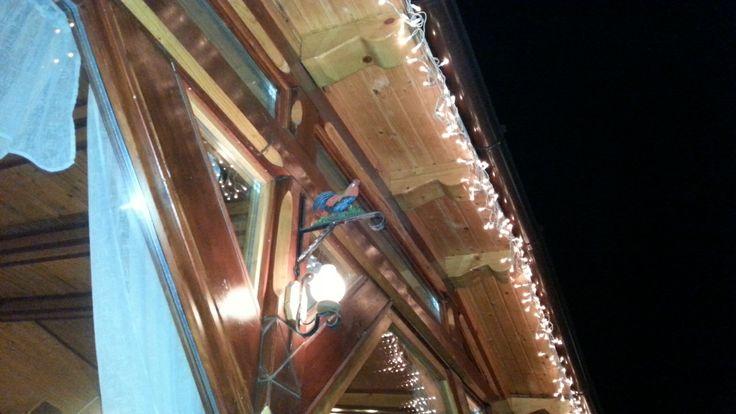 Lyra étterem, kívülről, karácsonyi hangulat