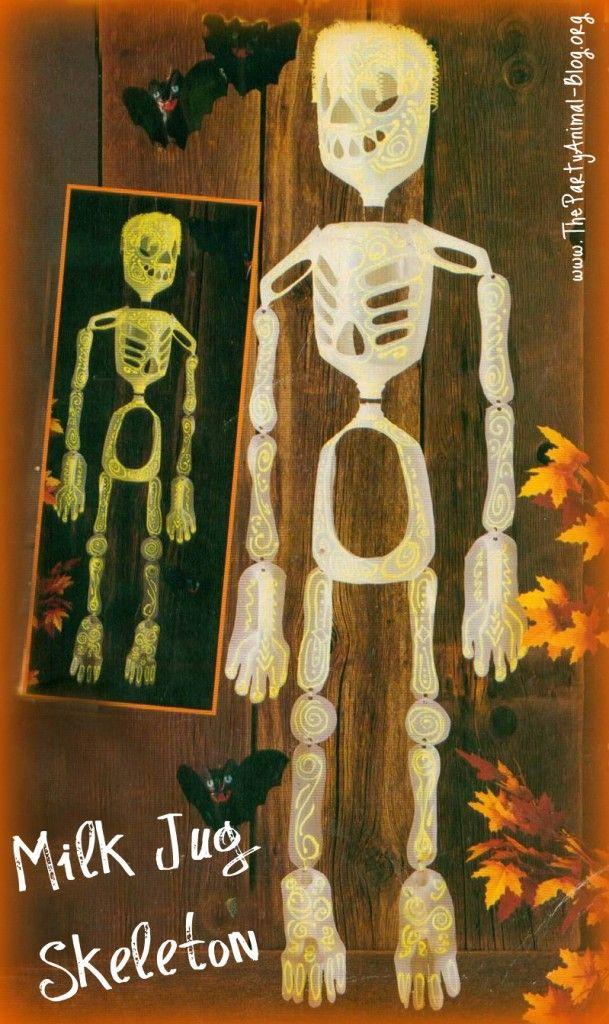 Skeleton made of milk jugsParties Animal, Jugs Skeletons, Halloween Decor, Halloween Crafts, Milk Cartons, Crafts Decor, Recycle Crafts, Milk Jugs, Spooky Halloween