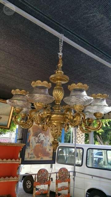 . vendo bonita l�mpara de techo de bronce con ocho brazos  y cristal esta en perfecto estado y es aut�ntica antigua . interesados llamar al 637614766 tambi�n por WhatsApp