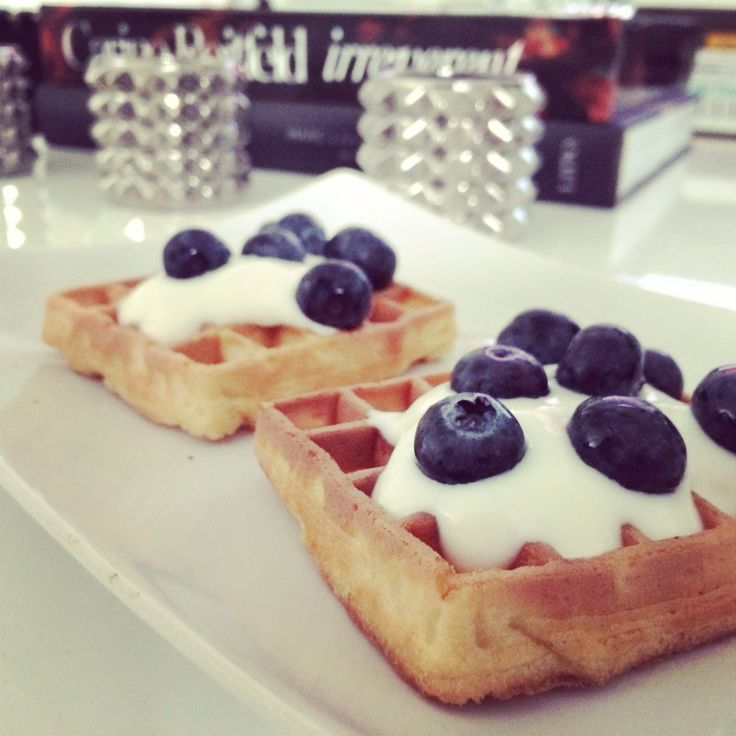 Healthy snack with waffels, blueberries and quark