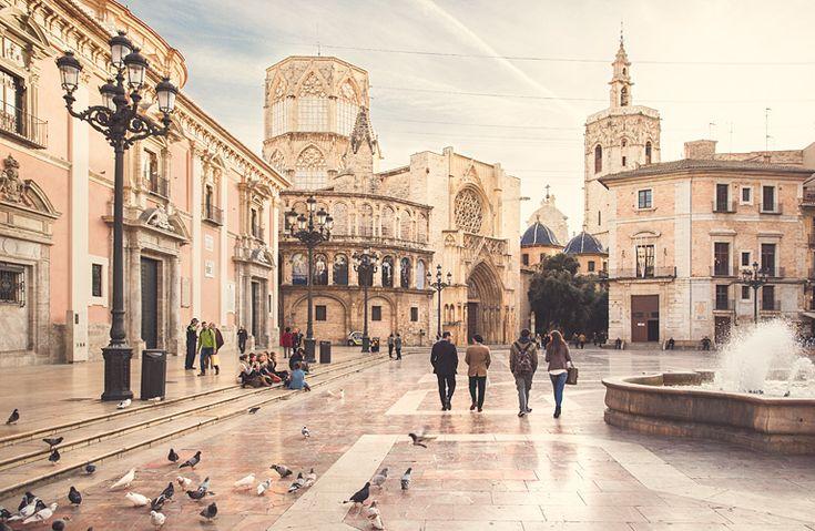 Plaza de la Virgen, magnifique place juste derrière la Plaza de la reina. Parfait endroit pour boire une Orxata :)