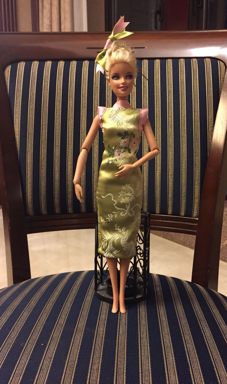 I made a chinese dress for my little friend's Barbie. They came together for visiting me in Shanghai!