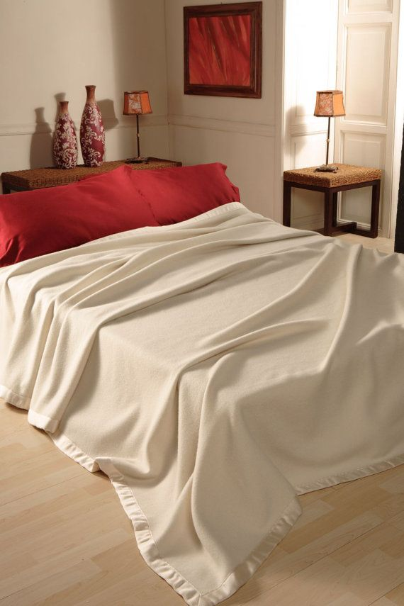 King size Spring BLANKET BEDSPREAD CASHMERE Extrafine, Precious yarns ivory color Betty, tissued by craftsmen in Italy Free Shipment