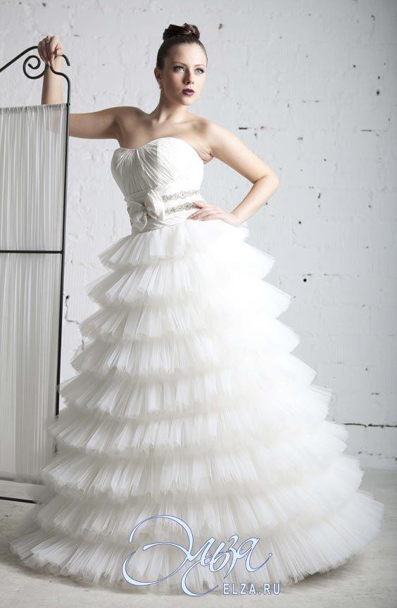 Cвадебное платье Росарио: пышное платье (бальное), стиль звибел, длинное платье, с вогнутым вырезом, с очень пышной юбкой, без шлейфа, модель до 2016 года, без рукавов, платье, эксклюзивное в Москве, фатиновая юбка, юбка с воланами, основная ткань: тафта, фатин