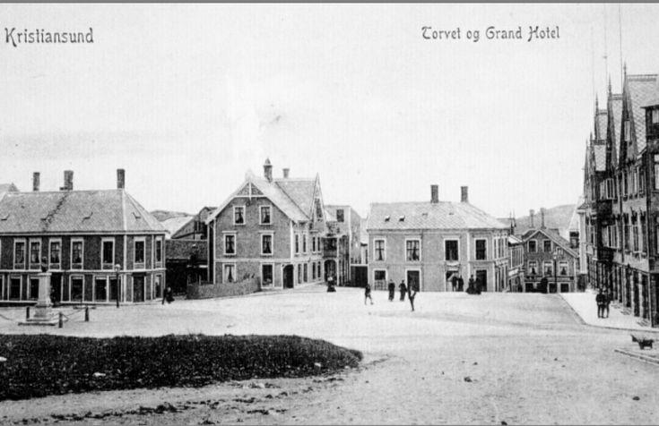 Møre og Romsdal fylke Kristiansund Torvet og Grand Hotel tidlig 1900-tall