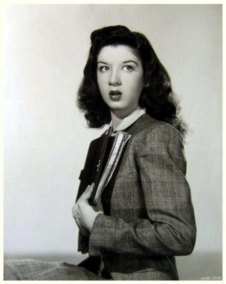 Peggy RYAN '30-40-50 (28 Août 1924 - 30 Octobre 2004)Fue una bailarina estadounidense que protagonizó diversas películas musicales de la productora Universal Studios, bailando claqué y haciendo números cómicos junto a Donald O'Connor.En sus últimos años enseñó claqué a coristas de Las Vegas. Continuó enseñando claqué hasta dos días antes de su fallecimiento a causa de un accidente cerebrovascular.